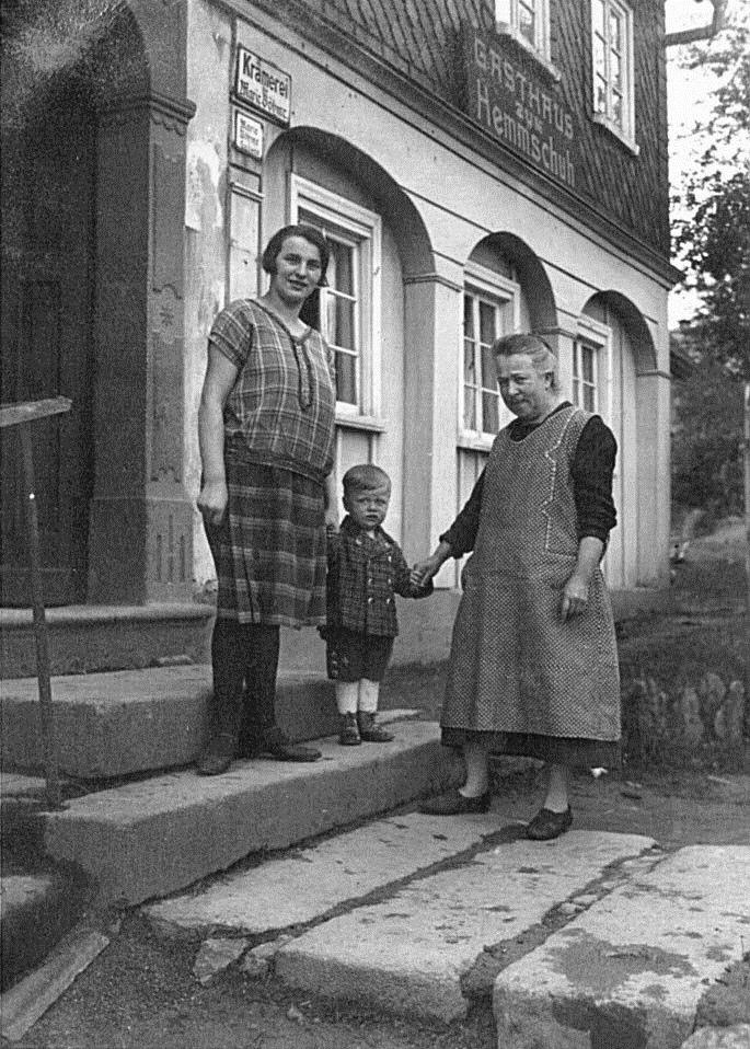 Die letzte Wirtin - Marie Schwerda, geb. Böhme mit ihrem Sohn Ernst Schwerda und ihrer Mutter Marie Böhme, geb. Reinisch
