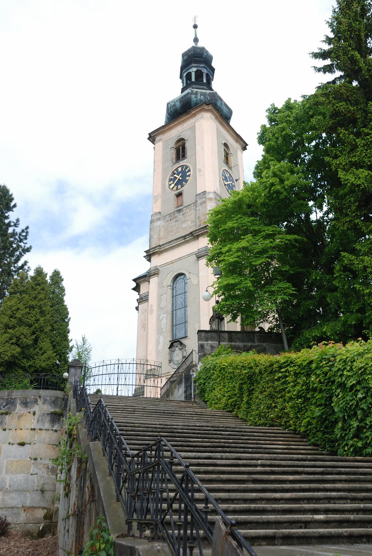 Treppengeländer zur Kirche